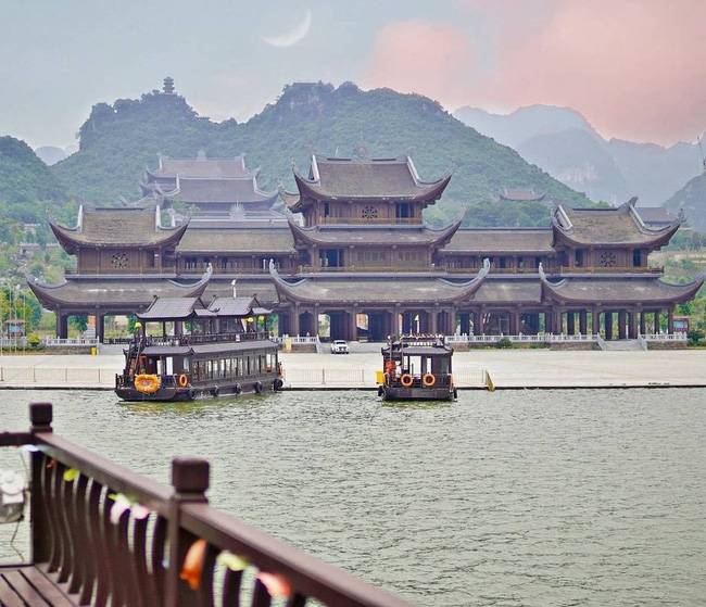 Kinh nghiệm đi chùa Tam Chúc vào ngày ngày, giờ này để không bị đông nghẹt người mà lại ngắm được ảnh đẹp - Ảnh 7.