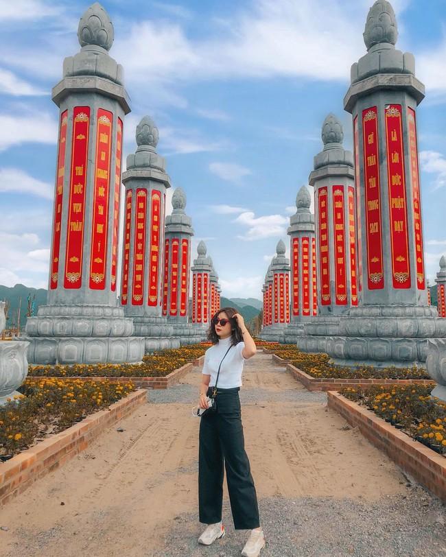 Kinh nghiệm đi chùa Tam Chúc vào ngày ngày, giờ này để không bị đông nghẹt người mà lại ngắm được ảnh đẹp - Ảnh 3.