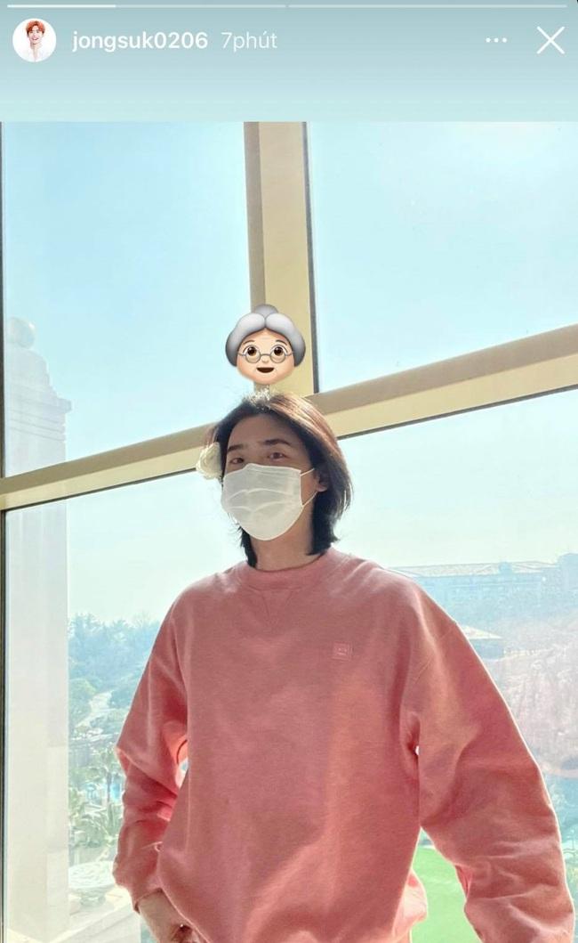 """Tự nhận mình là """"bà thím"""", nhưng Lee Jong Suk lại được netizen hết lời khen ngợi nhờ mái tóc suôn mượt hơn con gái - Ảnh 2."""
