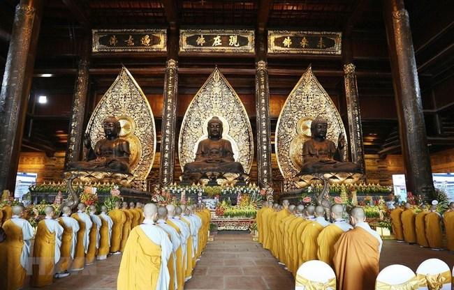 Kinh nghiệm đi chùa Tam Chúc vào ngày ngày, giờ này để không bị đông nghẹt người mà lại ngắm được ảnh đẹp - Ảnh 4.