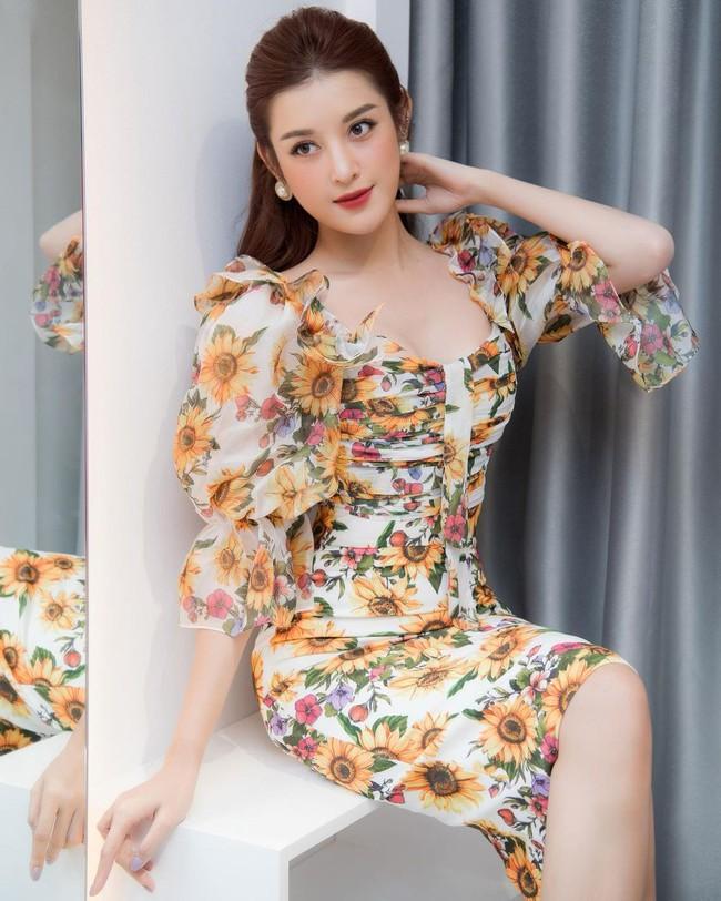 """Hội Hoa/Á hậu diện váy theo 10 cách siêu xinh và sang, xem mà """"chốt"""" được bao kiểu đáng sắm cho mùa Hè - Ảnh 6."""