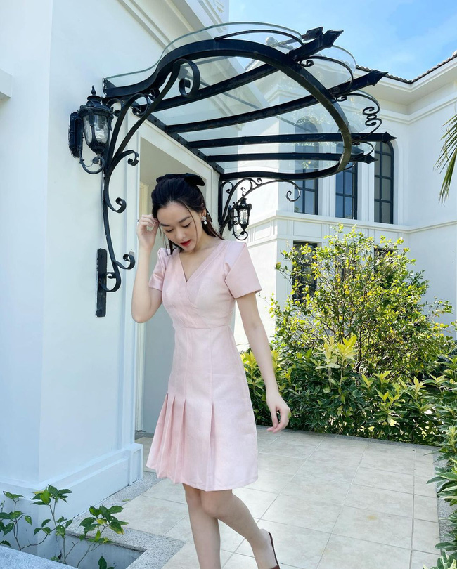 """Hội Hoa/Á hậu diện váy theo 10 cách siêu xinh và sang, xem mà """"chốt"""" được bao kiểu đáng sắm cho mùa Hè - Ảnh 9."""