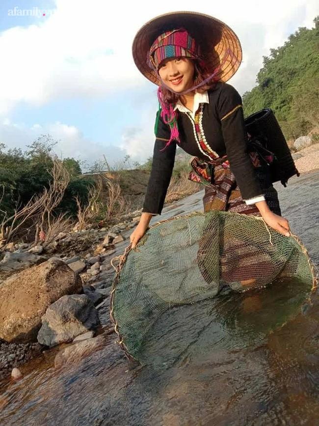Nữ sinh Bru - Vân Kiều gây sốt với trang phục truyền thống, ảnh đời thường càng gây bất ngờ hơn - Ảnh 5.