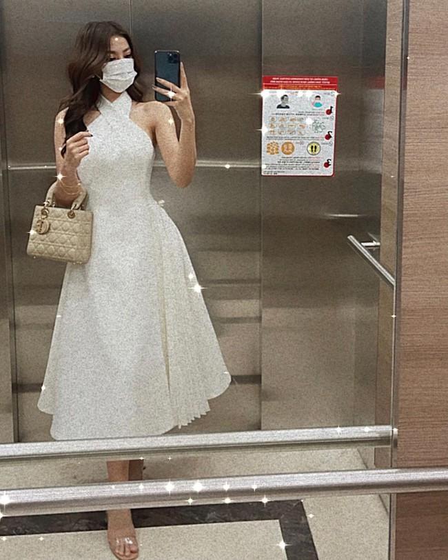 """Hội Hoa/Á hậu diện váy theo 10 cách siêu xinh và sang, xem mà """"chốt"""" được bao kiểu đáng sắm cho mùa Hè - Ảnh 3."""
