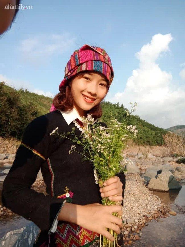 Nữ sinh Bru - Vân Kiều gây sốt với trang phục truyền thống, ảnh đời thường càng gây bất ngờ hơn - Ảnh 1.