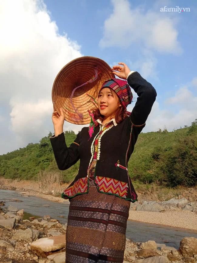 Nữ sinh Bru - Vân Kiều gây sốt với trang phục truyền thống, ảnh đời thường càng gây bất ngờ hơn - Ảnh 2.