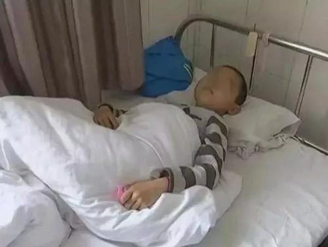 Cậu bé 7 tuổi bị ung thư, cách chiều chuộng trong ăn uống của người mẹ đã hại con mình - Ảnh 1.