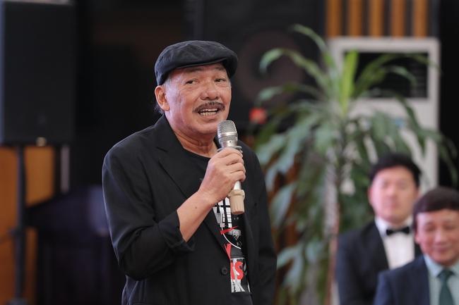 Nhạc sĩ Trần Tiến trẻ trung, phong độ xuất hiện trong họp báo đại nhạc hội hoành tráng - Ảnh 1.