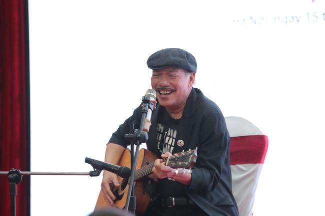 Nhạc sĩ Trần Tiến trẻ trung, phong độ xuất hiện trong họp báo đại nhạc hội hoành tráng - Ảnh 2.