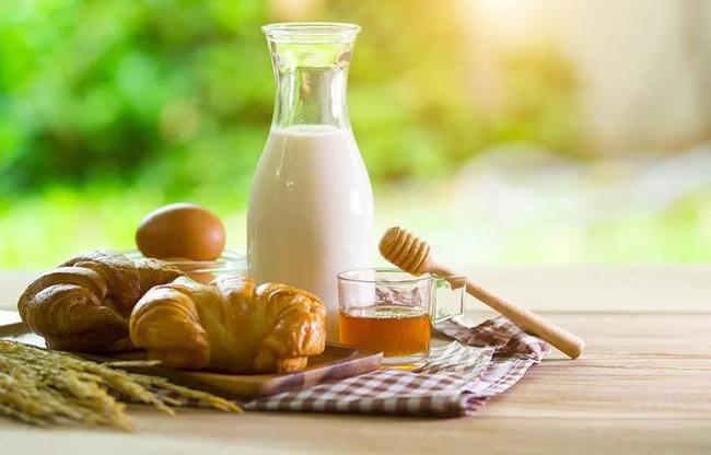 Uống sữa cũng phải đúng cách, uống sữa theo 4 kiểu này vừa không có dinh dưỡng vừa gây hại sức khỏe - Ảnh 5.