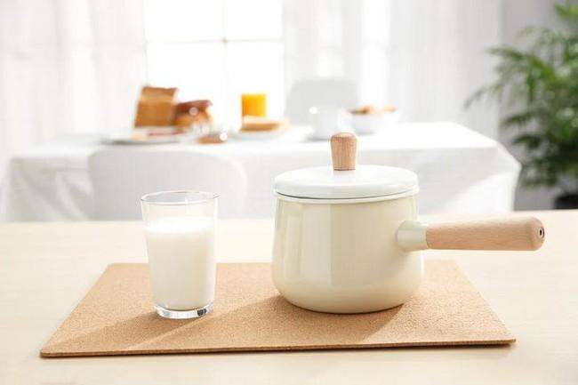 Uống sữa cũng phải đúng cách, uống sữa theo 4 kiểu này vừa không có dinh dưỡng vừa gây hại sức khỏe - Ảnh 2.