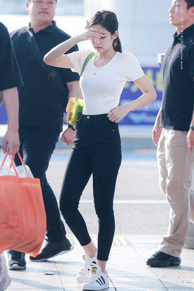 """Jennie có 11 cách diện áo trắng sành điệu tuyệt vời, chị em học theo thì chuyện mặc đẹp bỗng """"dễ như chơi"""" - Ảnh 10."""