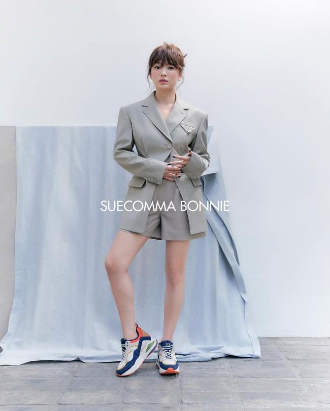 """Song Hye Kyo diện blazer không bao giờ """"fail"""", sương sương cũng có 13 cách mặc trẻ và sang tuyệt đối - Ảnh 10."""