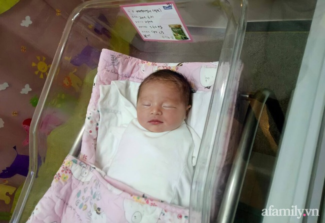 9x Cần Thơ vừa vào viện đẻ đã phải mổ gấp, bé ra đời từ bác sĩ, y tá đến các sản phụ trong phòng đều chung nhận xét - Ảnh 1.
