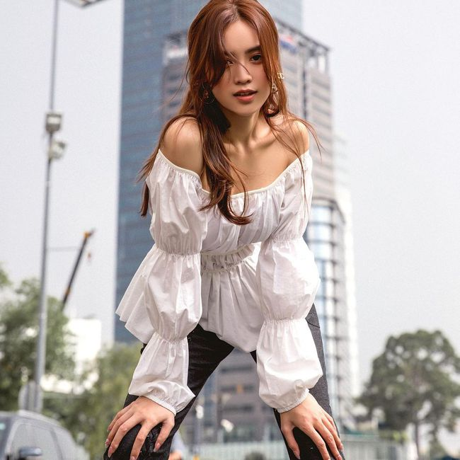 Tìm ra lý do vì sao Ninh Dương Lan Ngọc suốt ngày diện váy áo trễ vai: Khả năng cao là bởi đặc điểm vóc dáng này? - Ảnh 2.