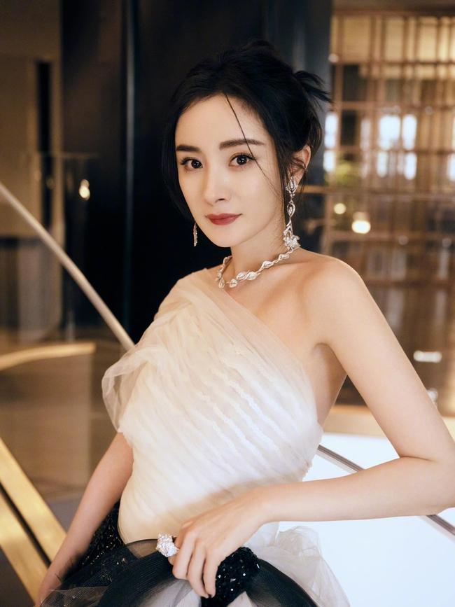 Đêm hội Weibo: Tiêu Chiến - Dương Tử vẫn đỉnh nhất, Dương Mịch đạt thứ hạng cao vì lùm xùm tránh mặt Đường Yên - Ảnh 5.