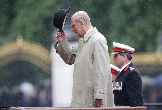 Nhìn lại những dấu ấn không thể nào quên của Hoàng tế Philip - Ảnh 14.