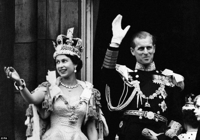 Nhìn lại những dấu ấn không thể nào quên của Hoàng tế Philip - Ảnh 11.