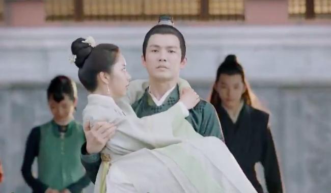 Cẩm tâm tựa ngọc: Đàm Tùng Vận vừa e thẹn vì Chung Hán Lương bồng bế, đã vội tái mặt vì sợ chồng làm có bầu - Ảnh 3.
