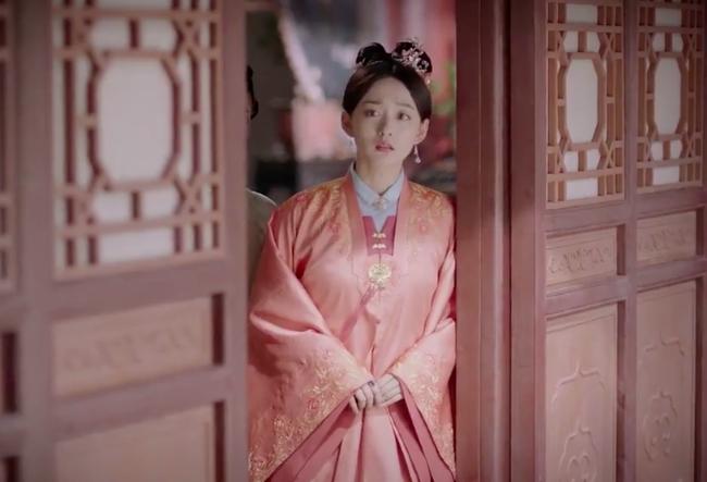 Cẩm tâm tựa ngọc: Đàm Tùng Vận vừa e thẹn vì Chung Hán Lương bồng bế, đã vội tái mặt vì sợ chồng làm có bầu - Ảnh 4.