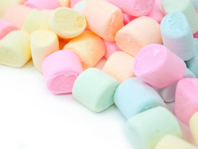 Có một loại kẹo có khả năng cao gây nghẹt thở ở trẻ em nhưng hầu như cha mẹ nào cũng nghĩ nó an toàn và cho con ăn tự do - Ảnh 2.