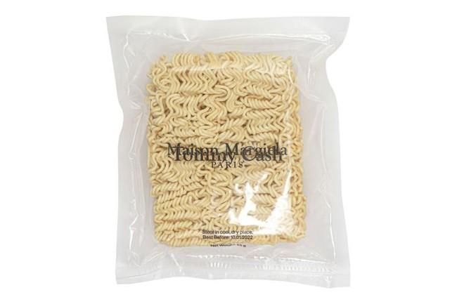"""Gói mì tôm với hương vị """"như quần áo hàng hiệu sang chảnh"""" khiến dân mạng té ngửa, giá """"sương sương"""" bằng cả chiếc túi xách - Ảnh 1."""