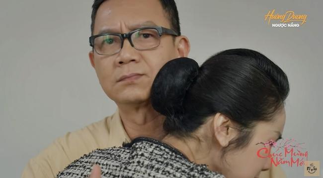 """Chú Quân """"Hướng dương ngược nắng"""": Đóng phim nhẵn mặt khán giả, vợ đẹp nức tiếng màn ảnh Việt - Ảnh 1."""