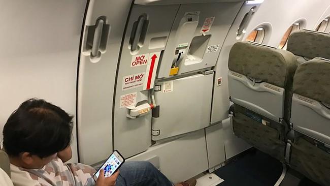 """Cách phân biệt cửa thoát hiểm và cửa nhà vệ sinh trên máy bay không phải ai cũng biết để tránh bị phạt """"oan"""" - Ảnh 3."""
