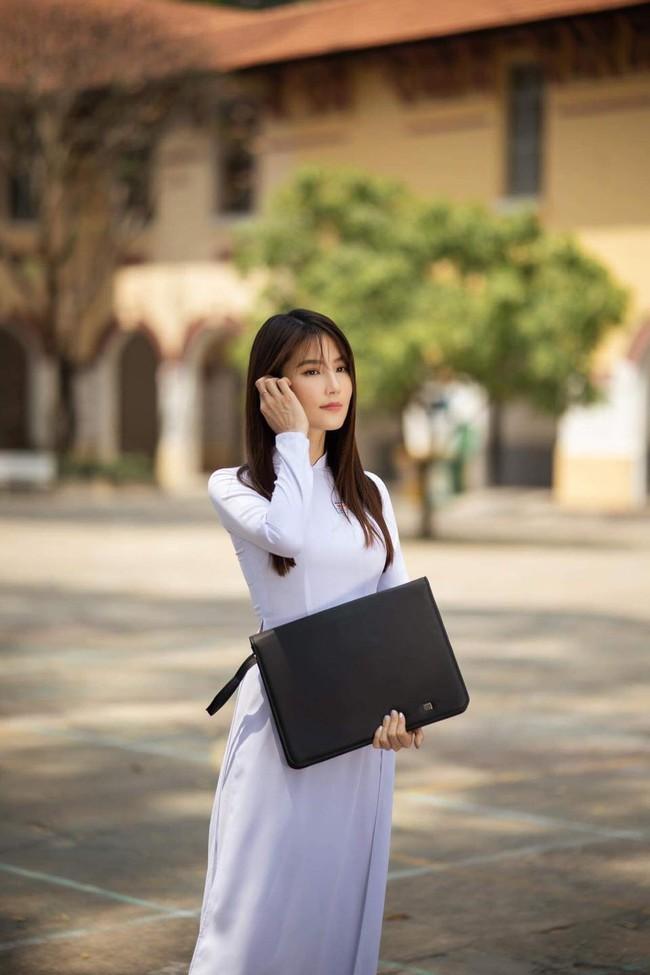 """Diễm My 9x đẹp trong veo với hình ảnh áo dài nữ sinh, fan bồi hồi nhớ Phan Linh """"Tình yêu và tham vọng"""" - Ảnh 3."""