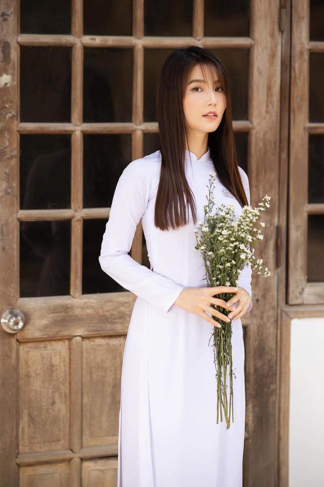 """Diễm My 9x đẹp trong veo với hình ảnh áo dài nữ sinh, fan bồi hồi nhớ Phan Linh """"Tình yêu và tham vọng"""" - Ảnh 1."""