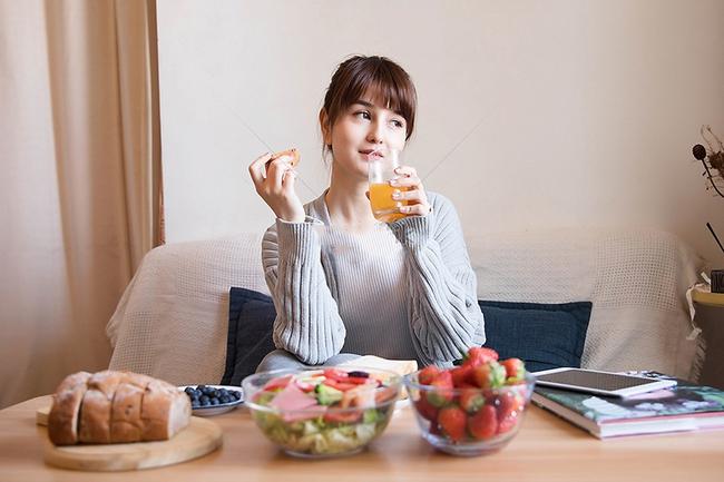 """5 cách giúp chị em thoải mái ăn món mình thích mà vẫn giảm cân """"vèo vèo"""", thậm chí còn trẻ khỏe hơn thấy rõ - Ảnh 2."""