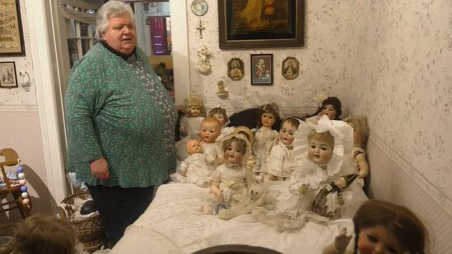 """Nữ y tá thuê hẳn ngôi nhà 3 tầng với 10 phòng để cất giữa bộ sưu tập """"khủng"""", cảnh tượng bên trong không phải ai cũng dám bước vào - Ảnh 3."""