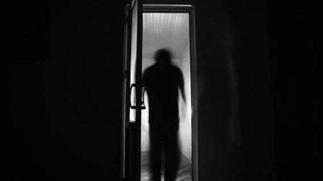 """Loạt trải nghiệm """"song trùng"""" khiến MXH rùng mình: Bị """"bản sao"""" trong gương dõi theo mỗi tối, """"mẹ"""" nhìn con trai chằm chằm mà không nói gì - Ảnh 3."""