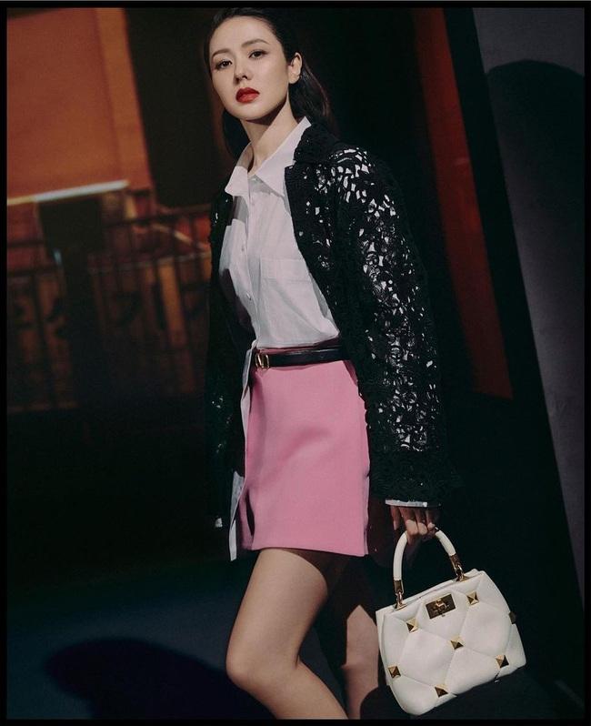Đường tình lẫn sự nghiệp đều nở rộ: Son Ye Jin tỏa khí chất thời trang siêu cao cấp khi trở thành nàng thơ của Valentino - Ảnh 4.