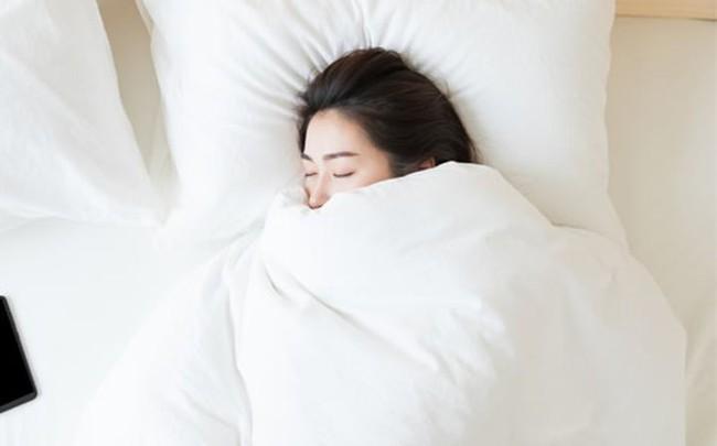 Người phụ nữ có tử cung khỏe mạnh, ít mắc bệnh phụ khoa thường có 3 thói quen tốt trong việc ngủ nghỉ - Ảnh 1.
