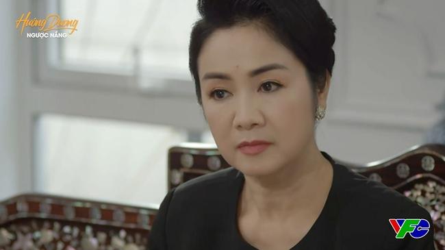 Hướng dương ngược nắng: Cao gia chính thức mất nhà, Minh quay lại giúp bà Cúc nhưng không quên đính kèm điều kiện - Ảnh 1.