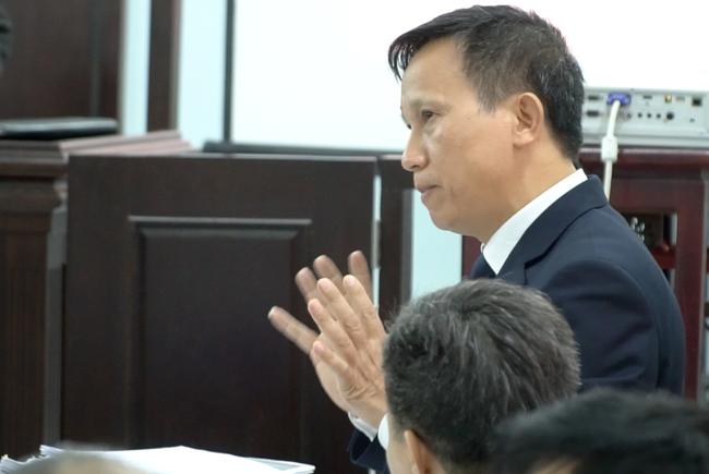 Tranh luận căng thẳng tại phiên tòa vụ bác sĩ bị tố hiếp dâm nữ điều dưỡng ở Huế - Ảnh 2.