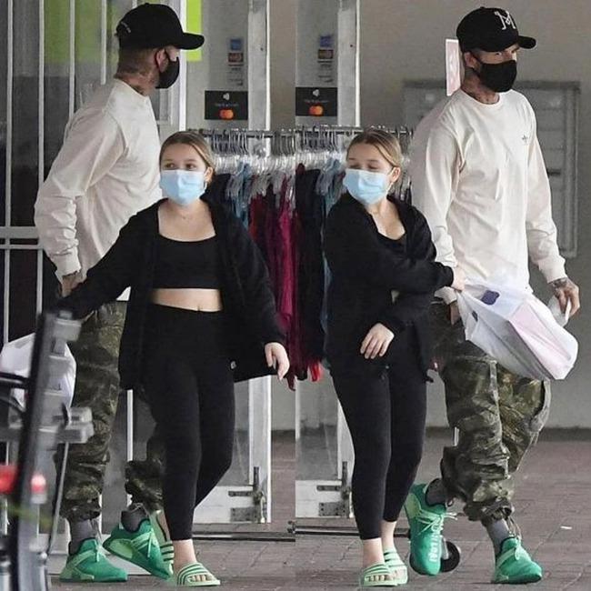 """""""Công chúa út"""" Harper nhà David Beckham """"chiếm sóng"""" khi đi cạnh bố mẹ nhờ ngoại hình xinh xắn và chiều cao vượt trội - Ảnh 4."""