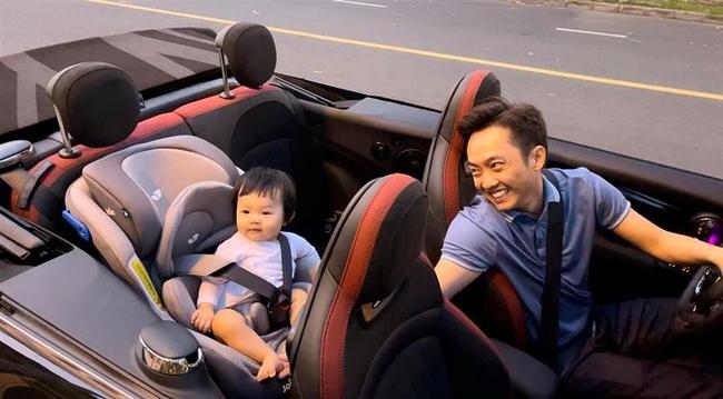 """Rich kid Suchin """"cưỡi"""" siêu xe cùng bố Cường Đô La ra phố, người hâm mộ nhìn ảnh còn ấn tượng bởi 1 chi tiết thú vị - Ảnh 1."""