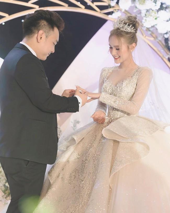 Cuộc sống như trong mơ của cô dâu từng mặc váy cưới 28 tỷ  - Ảnh 1.