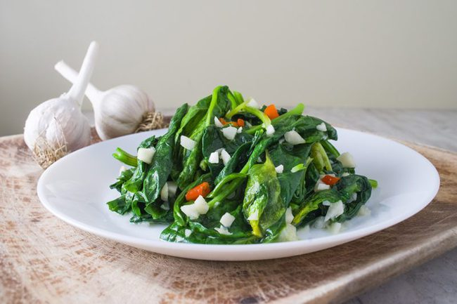 Các loại rau xanh đậm rất ngon bổ dưỡng, nhưng 2 nhóm người sau cần ăn cẩn trọng kẻo bệnh thêm nặng 001