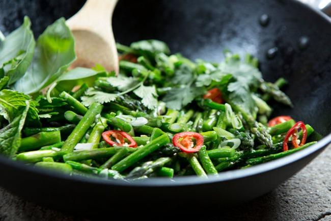 Các loại rau xanh đậm rất ngon bổ dưỡng, nhưng 2 nhóm người sau cần ăn cẩn trọng kẻo bệnh thêm nặng 003