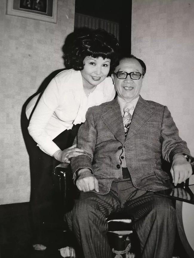 Hôn nhân hạnh phúc suốt nửa thế kỷ, vợ mất 1 năm, người đàn ông 72 tuổi miệt mài viết 90 bức thư tình cho mĩ nhân kém 28 tuổi, kết cục cuối cùng mới đáng nói! - Ảnh 6.