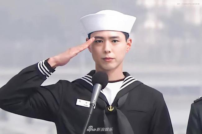 """Xuýt xoa trước ngoại hình """"cool ngầu"""" của """"tình tin đồn Song Hye Kyo"""" Park Bo Gum trong bộ quân phục  - Ảnh 4."""