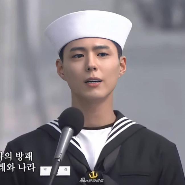 """Xuýt xoa trước ngoại hình """"cool ngầu"""" của """"tình tin đồn Song Hye Kyo"""" Park Bo Gum trong bộ quân phục  - Ảnh 3."""