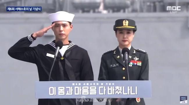 """Xuýt xoa trước ngoại hình """"cool ngầu"""" của """"tình tin đồn Song Hye Kyo"""" Park Bo Gum trong bộ quân phục  - Ảnh 1."""