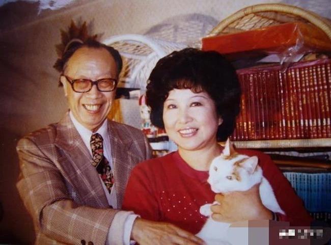 Hôn nhân hạnh phúc suốt nửa thế kỷ, vợ mất 1 năm, người đàn ông 72 tuổi miệt mài viết 90 bức thư tình cho mĩ nhân kém 28 tuổi, kết cục cuối cùng mới đáng nói! - Ảnh 7.
