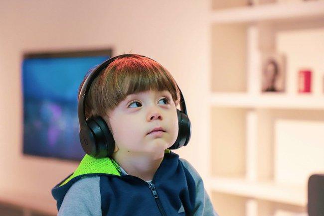 5 điều ngấm ngầm gây hại thính giác trẻ em, phần lớn các gia đình đều mắc phải - Ảnh 1.