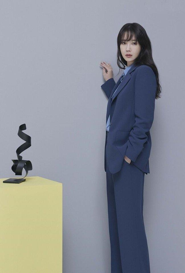 lee Ji ah đồng công sở - Ảnh 8.