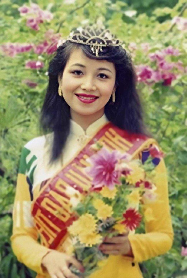 Hoa hậu giỏi ngoại ngữ nhất Việt Nam: Đăng quang mấy chục năm vẫn chưa ai vượt được, cách dạy con ra sao mọi người phải sửng sốt? - Ảnh 2.
